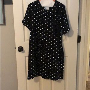 Short sleeved polka dot dress 👗